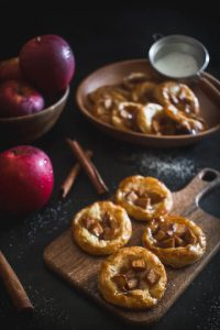 mini puff pastry apple pies 1
