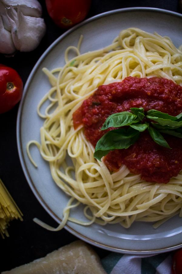 tomato basil pasta sauce-8